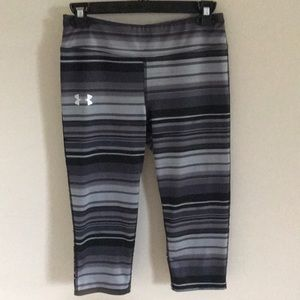 Under Armour girls grey and black capris size YLG